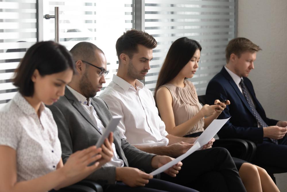 Empregabilidade: fila de profissionais para serem entrevistados